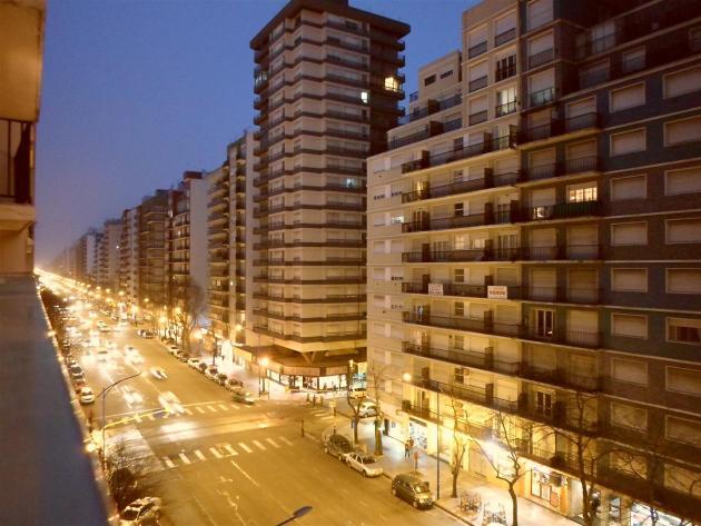 Venta de departamento Mar del Plata, 2 ambientes a la calle con balcón,  vista lateral Plaza Colon Av. Colon 2134 Edificio Semar – Inmobiliarias Mar  del Plata